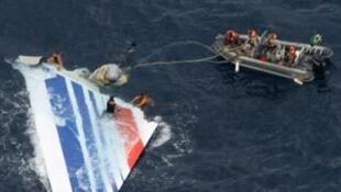 Até o momento, os investigadores não conseguiram localizar as caixas-pretas do A330 da Air France.