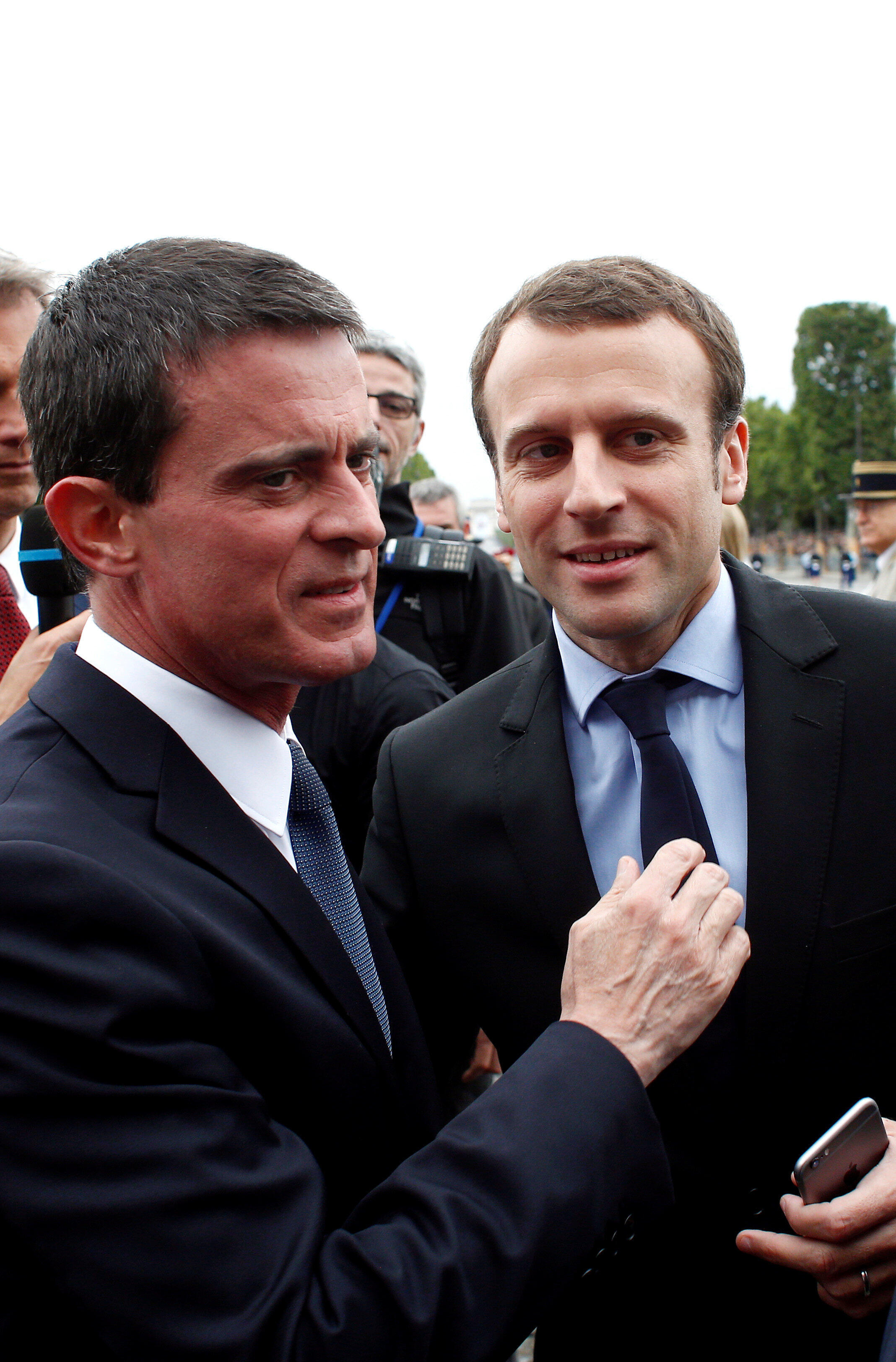 Manuel Valls (R) with Emmanuel Macron