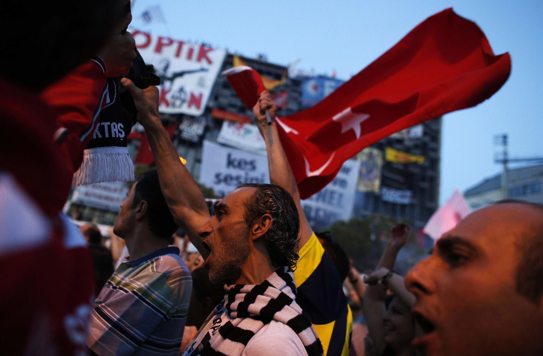 Manifestation, place Taksim, à Istanbul, le 8 juin 2013.