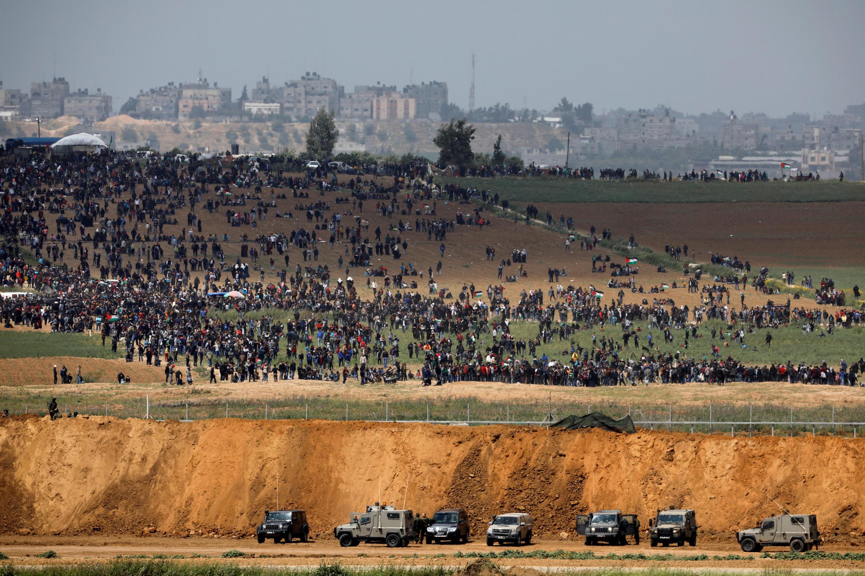 本周五巴以加沙地带边境地区以军和巴勒斯坦人对峙资料图片