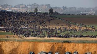 本周五巴以加沙地帶邊境地區以軍和巴勒斯坦人對峙資料圖片