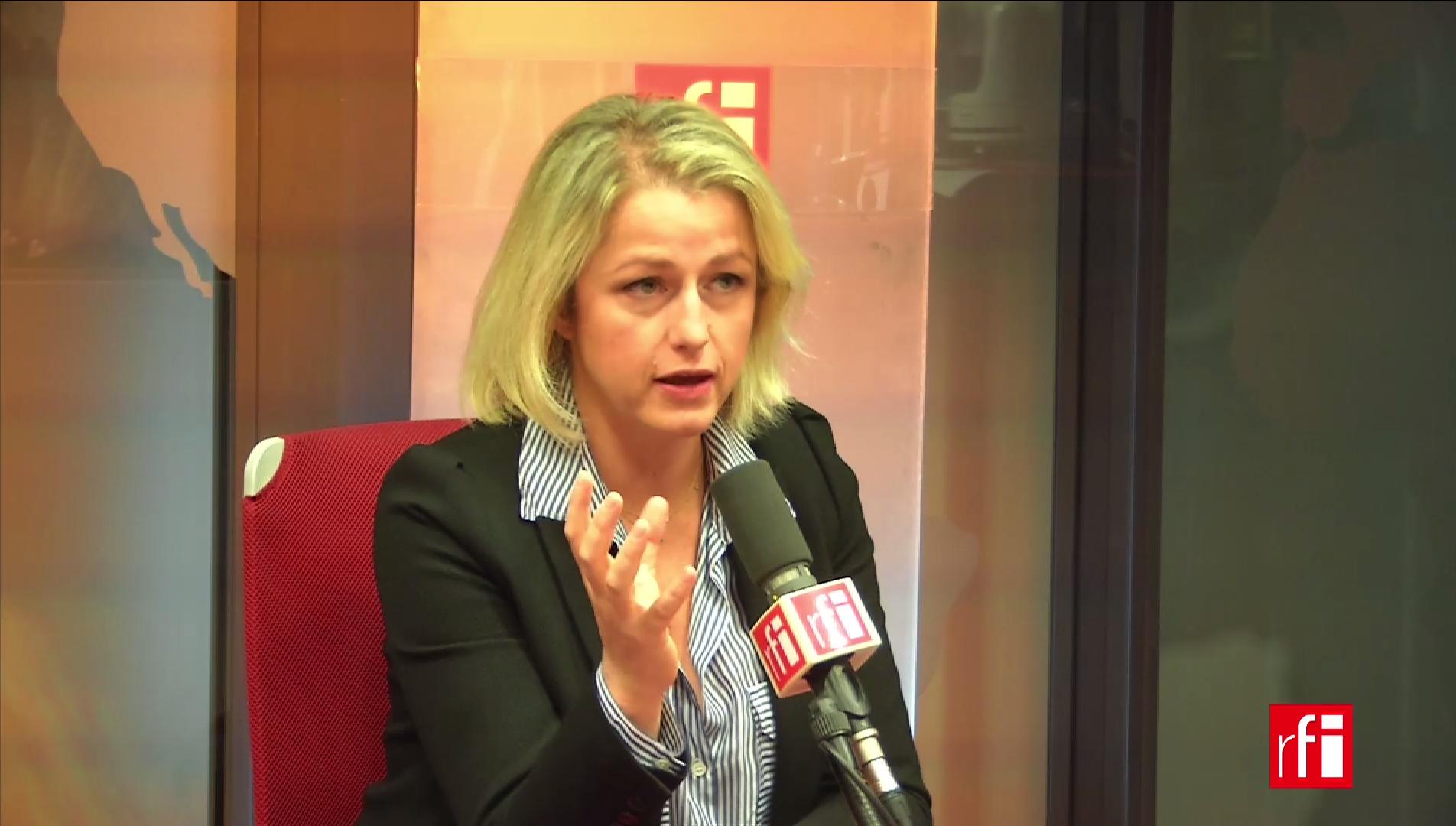 Barbara Pompili défend bec et ongles l'action du gouvernement.