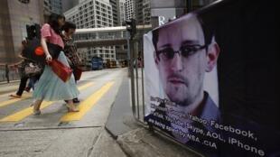 香港街頭聲援斯諾登的招貼畫。2013年6月17日
