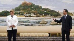 德國總理默克爾與中國總理溫家寶7月16日在京會談後舉行新聞發布會