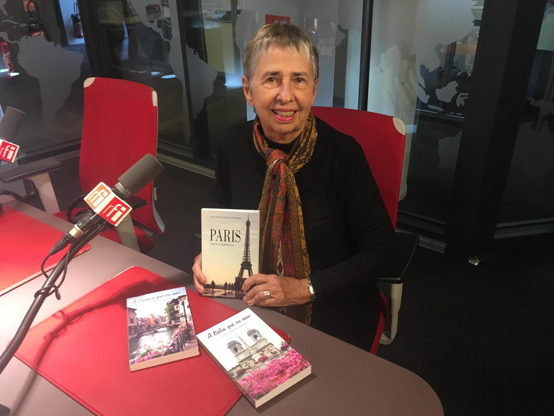 A escritora Lucia Helena Monteiro Machado