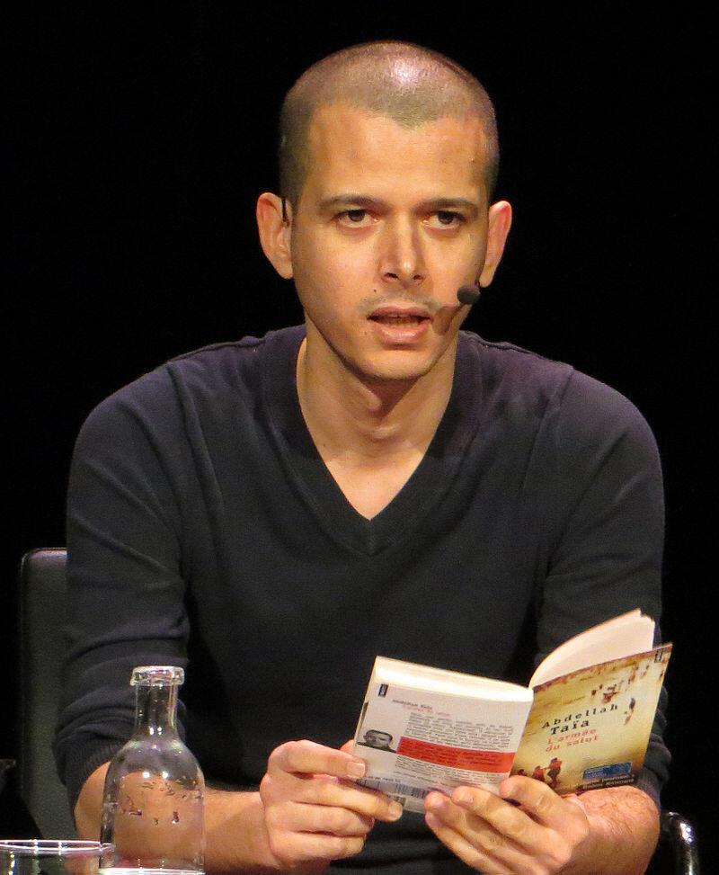 Abdellah Taïa, lors d'une lecture de son livre «L'Armée du salut» à Stockholm, en février 2013.