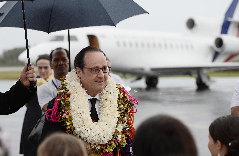 El presidente francés arribó al archipiélago francés Wallis et Futuna en el océano Pacífico, para iniciar una gira que lo llevará luego a sudamérica.