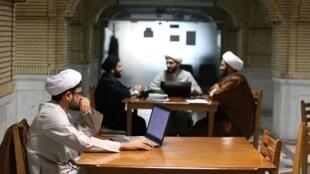 لوپوﺋﻥ: توسعه مدرنیته در قم به مثابه به مبارزه طلبیدن روحانیون شیعه این شهر است