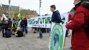 "In Metz a ""World march for ecological and social justice"" organized just before the start of the G7 meeting"