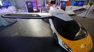 """"""" Xe bay"""" do hãng Aeromobil chế tạo, được trưng bày tại khu Paris Air Lab, Triển lãm Le Bourget, 19/06/2017."""