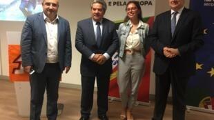 Candidato Carlos Gonçalves (à direita), ladeado por Paulo Marques (PSD-Paris), Joaquim Morais (PSD-Paris) e Elodie Francisco (JSD).