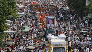 Hàng chục nghìn người Cam Bốt đã tiễn đưa nhà đối lập Kem Ley, bị sát hại ngày 10/07/2016, về nơi an nghỉ cuối cùng ngày 24/07 tại Phnom Penh.