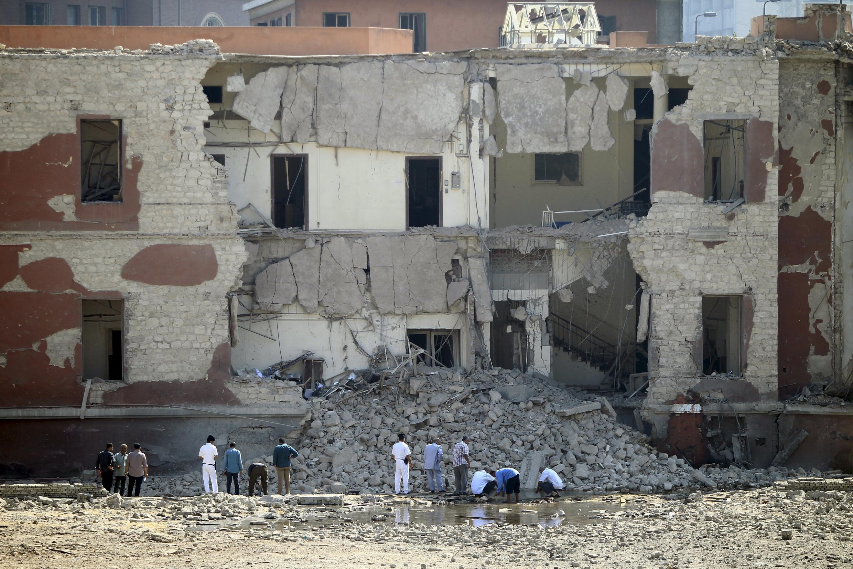 Здание консульства Италии в Каире, разрушенное взрывом, 11 июля 2015 г.