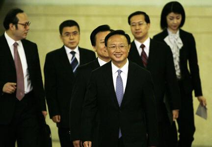Ủy viên Quốc vụ Trung Quốc Dương Khiết Trì đã gặp Ngoại trưởng Việt Nam Phạm Bình Minh cuối tháng 10/2014 tại Hà Nội - Reuters