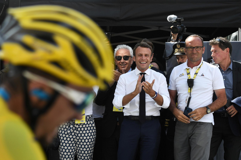 До Эмманюэля Макрона еще ни один президент Франции не проводил на Тур де Франс два дня.