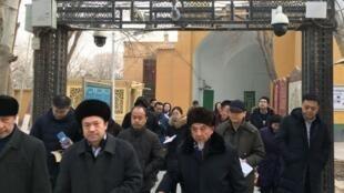 生活在监控镜头下的新疆人