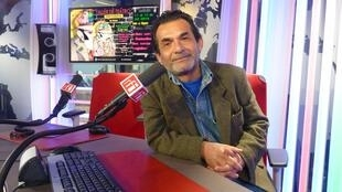 Alberto Mego en los estudios de RFI