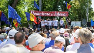 7 июня в Кишиневе прошли антиправительственные митинги, организованные оппозиционной либеральной партией и гражданской платформой «Достоинство и правда» (на фото)..