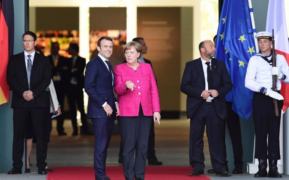 馬克龍到訪德國。他和默克爾決心進一步整合歐盟 (2017年5月15日)