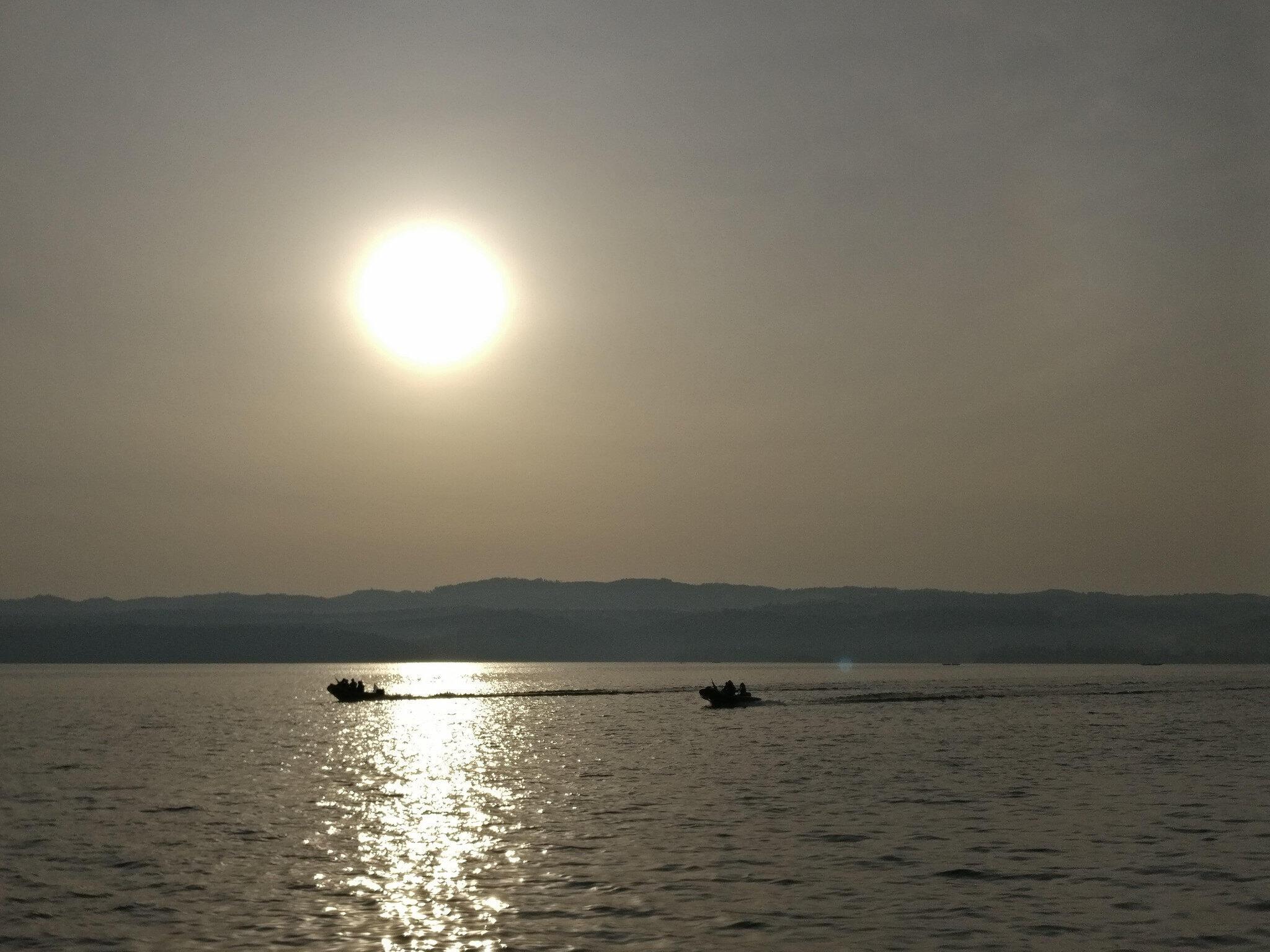 Rạng đông trên hồ Kivu.