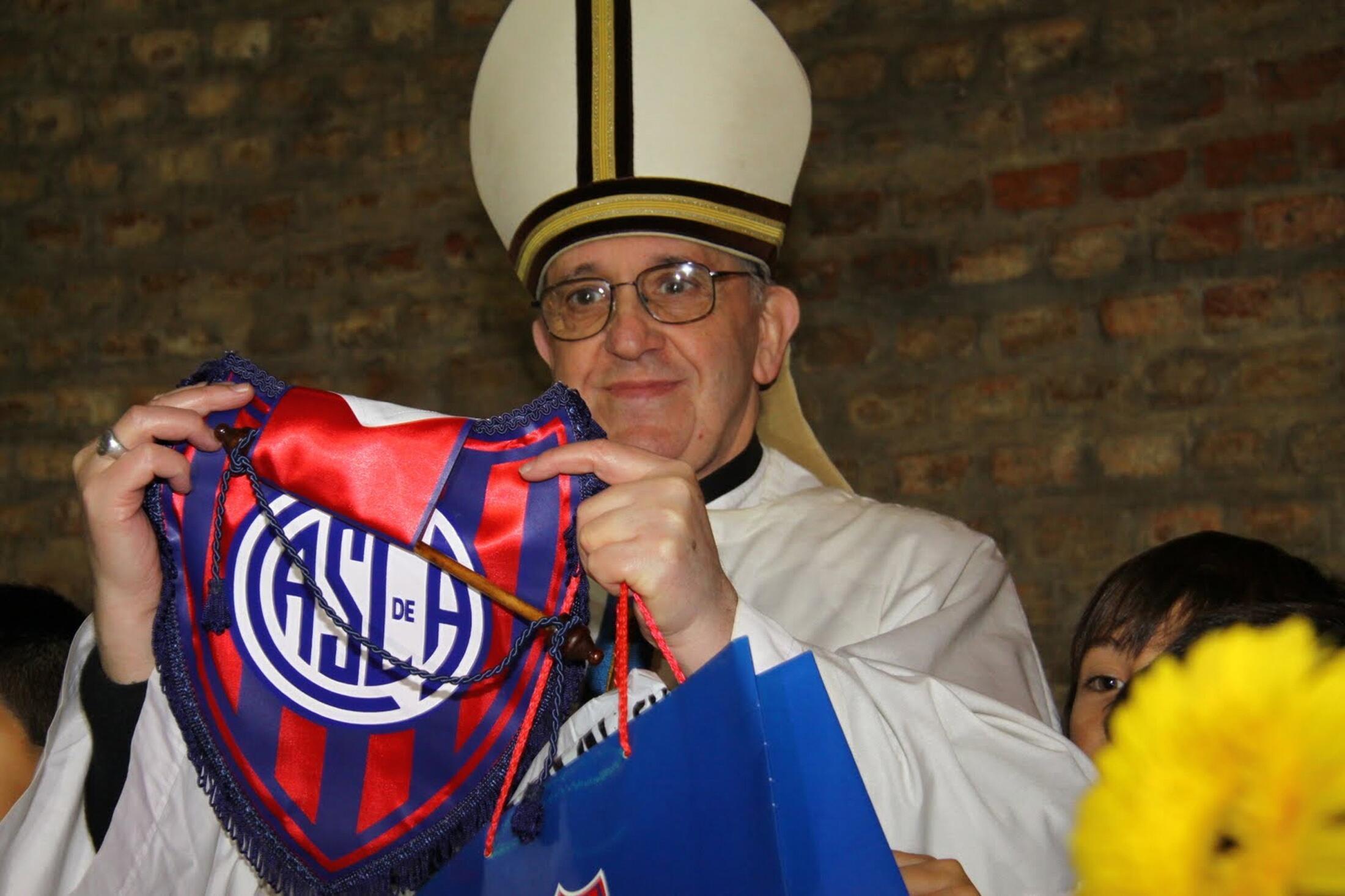 O novo papa é torcedor do San Lorenzo, time de futebol argentino fundado por um padre.
