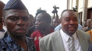 (archive) Kpatcha Gnassingbé (D) à son arrivée au tribunal de Lomé, le 15 septembre 2011.