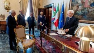 O presidente italiano, Sergio Matarella, pouco antes de novas discussões nesta quarta-feira (28).