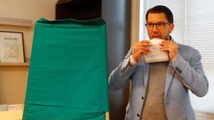 瑞典民主黨領導人奧克松參與投票資料圖片
