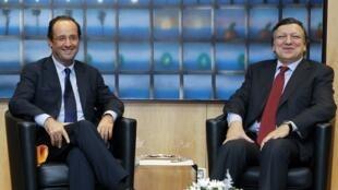 Ông François Hollande trao đổi với Chủ tịch Ủy ban châu Âu José Manuel Barroso, ngày 30/11/2011.