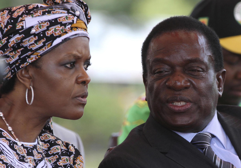 Zimabawe: Grace Mugabe aux côtés de Emmerson Mnangawa, alors vice-président (février 2016) à une réunion du Zanu-PF