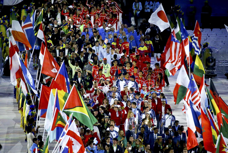 Entrada dos atletas durante a cerimônia de encerramento dos Jogos do Rio 2016.