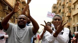 لوموند: سرسخت ترین نظامیان سودان رویای آن دارند که جا پای ژنرال عبدالفتاح سیسی بگذارند