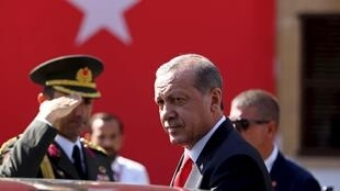 O presidente turco Recep Tayyip Erdogan decidiu fechar o cerco contra os jihadistas e também atacar os integrantes do grupo curdo PKK desde a semana passada.