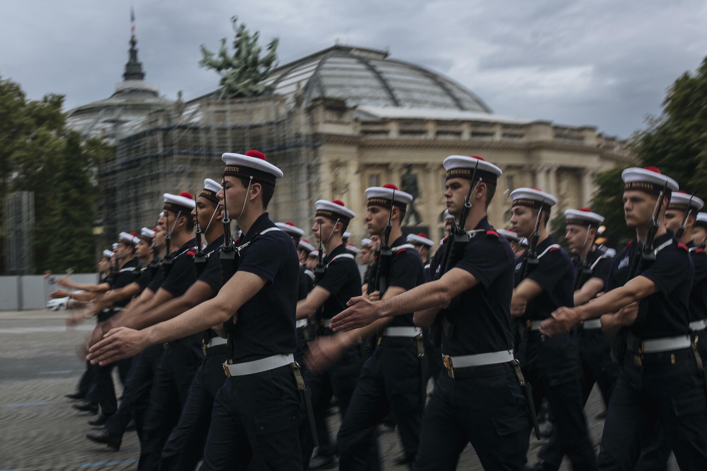 Репетиция военного парада на Елисейских полях в Париже 9 июля 2021 г.
