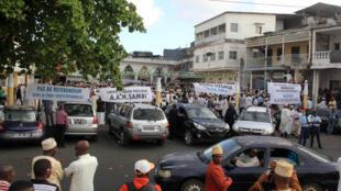 Des partisans de l'opposition lors d'une manifestation contre le référendum constitutionnel, à Moroni, le 13 juillet 2018. (Photo d'illustration)