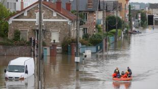 En France, des centaines de communes, des milliers d'entreprises, d'agriculteurs et de particuliers ont été affectés par une semaine de pluies torrentielles et d'inondations. Photo datée de juin 2016.