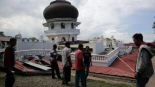 زمینلرزهای قوّی صدها کشته و زخمی در اندونزی به بار آورد