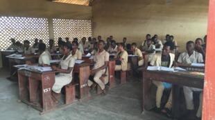 Classe de terminale dans le lycée d'Abomey-Calavi, au Bénin, pays qui compte beaucoup d'enseignants vacataires, qui ne sont pas fonctionnaires.