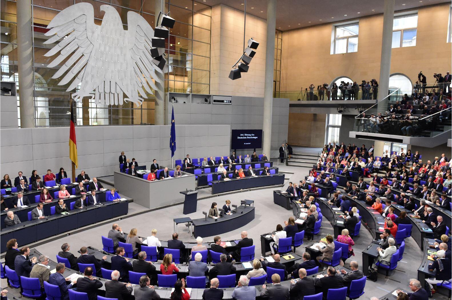 """В Германии смешанная избирательная система. У каждого избирателя есть """"два голоса"""". И второй голос важнее первого"""