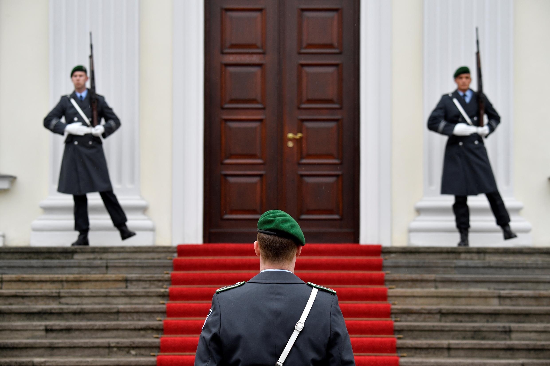 Soldados alemães no Palácio Bellevue, Berlim, em 21 de fevereiro de 2019.