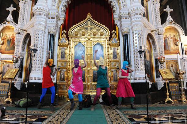 Акция Pussy-Riot в Храме Христа-Спасителя
