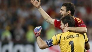 Les Espagnols Cesc Fabregas et Iker Casillas.