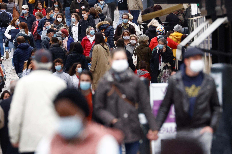 Foule masquée dans la ville de Nantes, le 26 mai 2021.