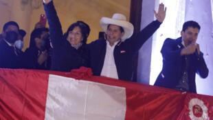 Pedro Castillo foi proclamado nesta segunda-feira o presidente eleito do Peru, após seis semanas de uma feroz disputa em que sua adversária de direita, Keiko Fujimori, chegou a agitar a acusação de fraude eleitoral.