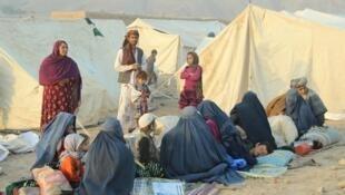 Une famille de déplacés dans un camp à Takhar, le 11 octobre 2016. Les violences ont poussé plus d'un million de personnes à fuir leur foyer.