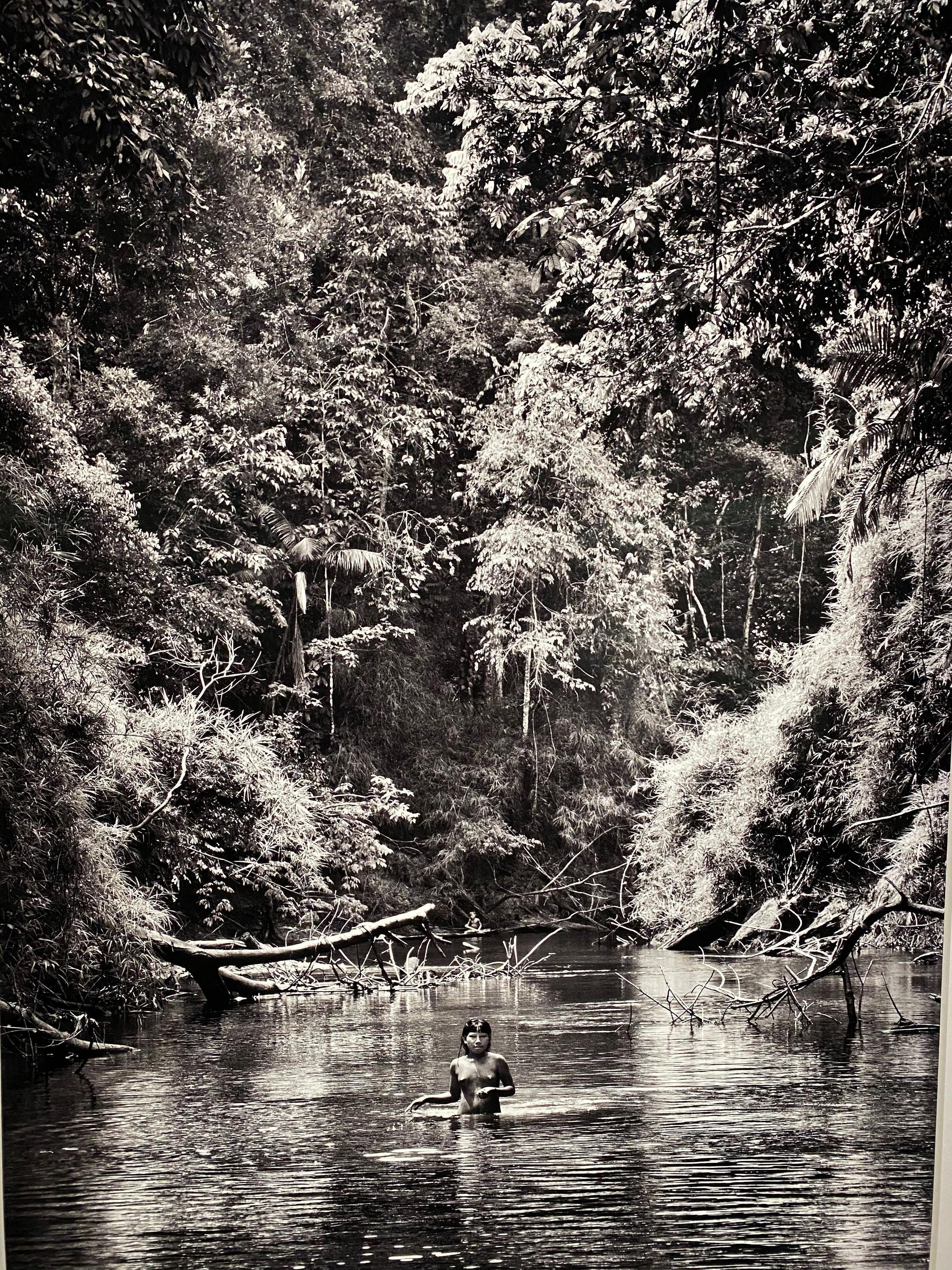 """""""Quando você vai nas comunidades indígenas, você percebe que está diante da pré-história da humanidade"""", diz Salgado, que fez quase 50 viagens à Amazônia desde o início da carreira."""