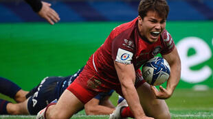 Antoine Dupont scored his 10th try in 15 club games this season in the semi-final win