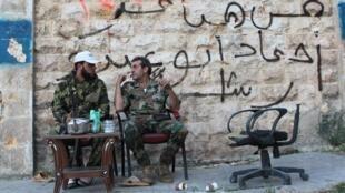 Rebeldes ligados EEIL (Estado islâmico do Iraque)  presentes em Aleppo.