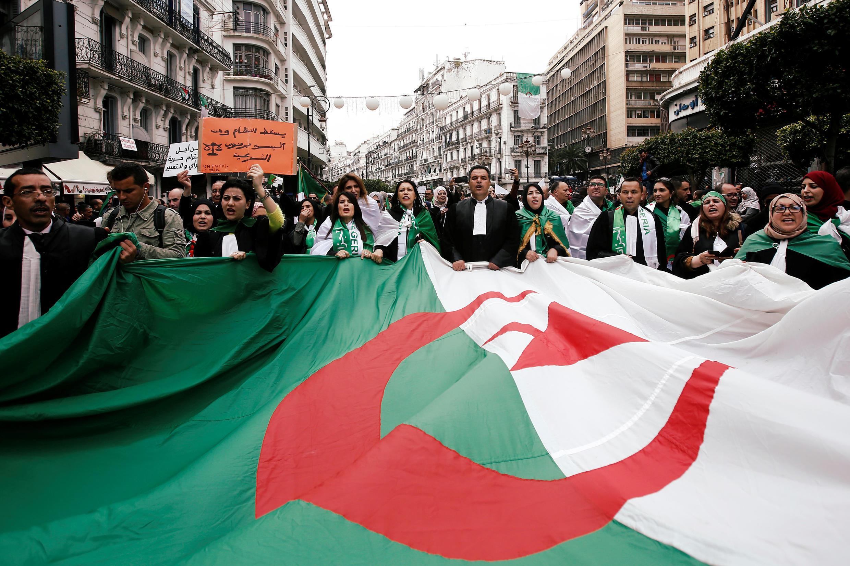 Giới luật sư Algeri biểu tình đòi tổng thống Bouteflika ra đi. Thủ đô Alger ngày 23/03/2019.
