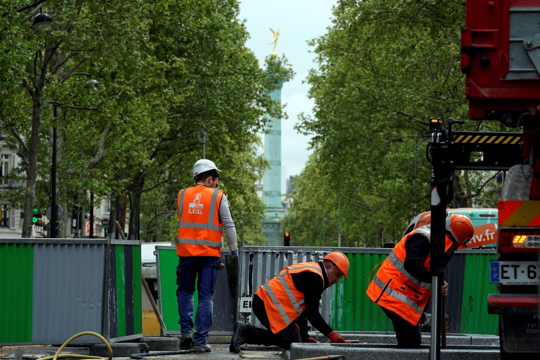 Las obras públicas en París tienen un denominador común: aquella barrera gris y verde.